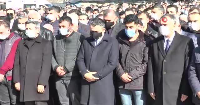 Şehit yakınları tabutun başında 'şehitler ölmez vatan bölünmez' sloganı attı