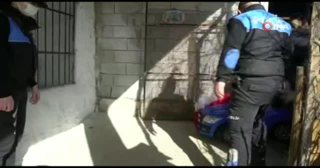 Siirt'te minik çocuk akülü araba istedi, polis kapısına götürdü