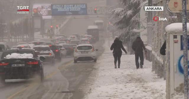 Başkent güne karla uyandı