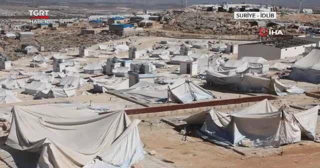 Fırtına 80 çadırı yerinden söktü