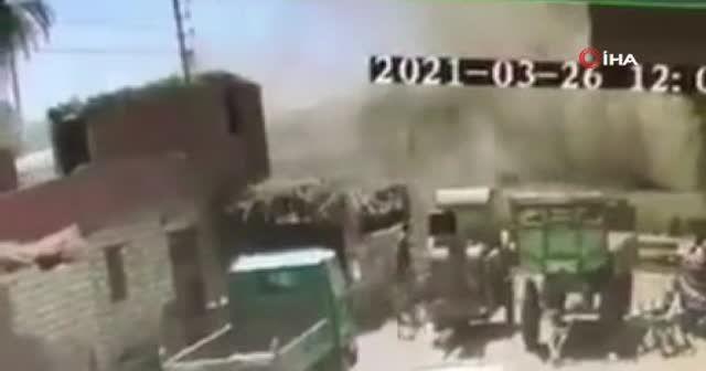Mısır'da trenlerin çarpıştığı an