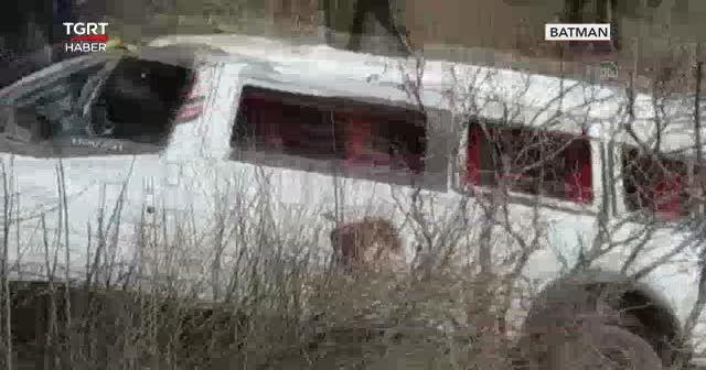 Servis uçuruma yuvarlandı: 2 öğrenci öldü