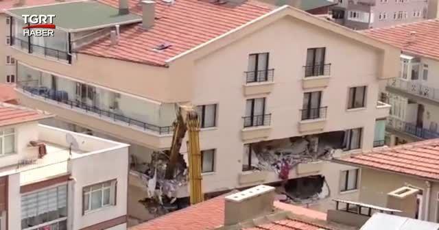 Ankara'da temeli kayan binanın yıkımı başladı