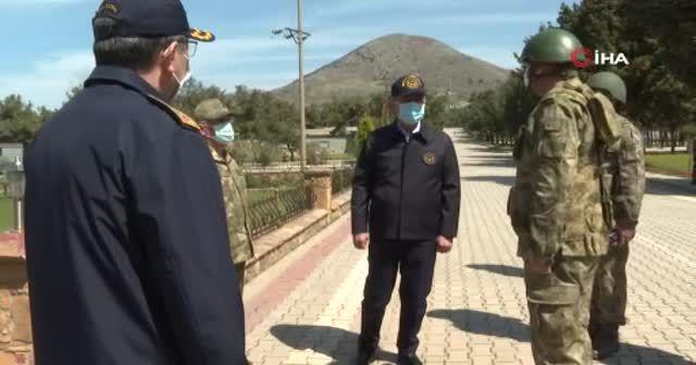 Bakan Akar'dan komutanlarla beraber 'tarihi' ziyareti