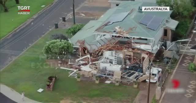 Kasırga evleri yerle bir etti