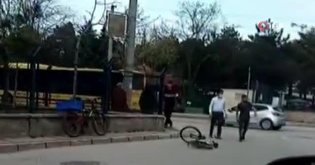 Bursa'da bisiklet sürücülerinin yol verme kavgasında yumruklar konuştu