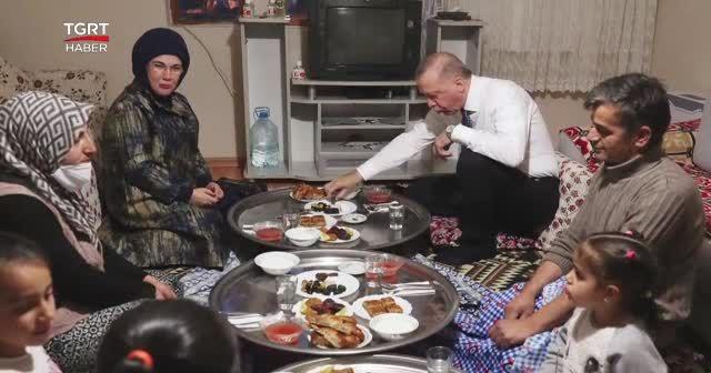 Erdoğan bir vatandaşın evine misafir oldu