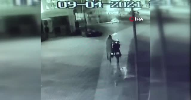 Motorcu kıyafetli motosiklet hırsızı kamerada