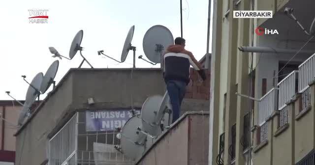 O çatıya çıktı halk film gibi izledi
