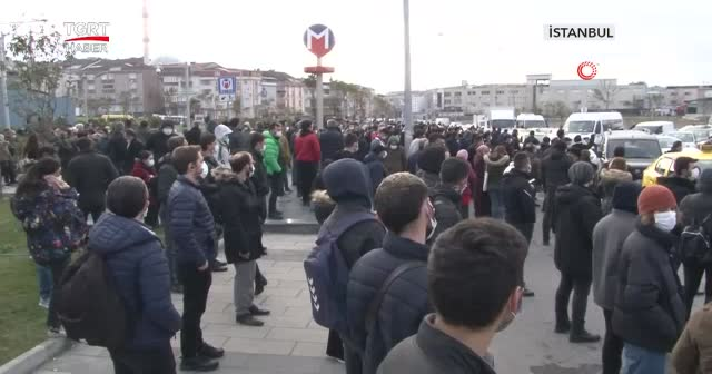Metro durdu yolcular işe geç kaldı