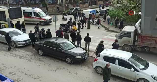 Motosiklet yayaya çarptı, yaralıların imdadına vatandaşlar yetişti