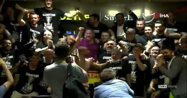 Futbolculardan Sergen Yalçın'a sürpriz