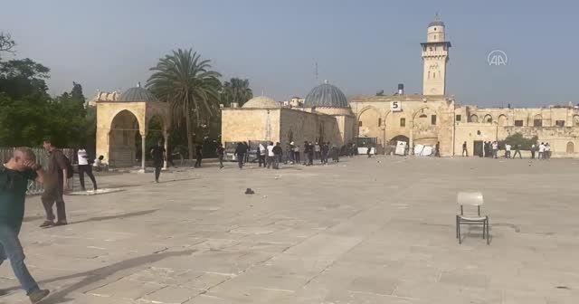 İsrail Mescid-i Aksa'yı işgal ediyor