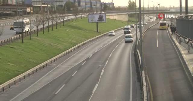 İstanbul'da kısıtlama nedeniyle haftanın ilk gününde yollar boş kaldı
