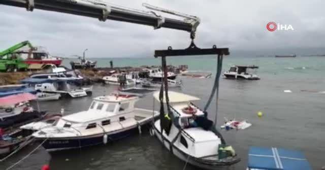 İzmir'i fırtına vurdu: 26 tekne battı