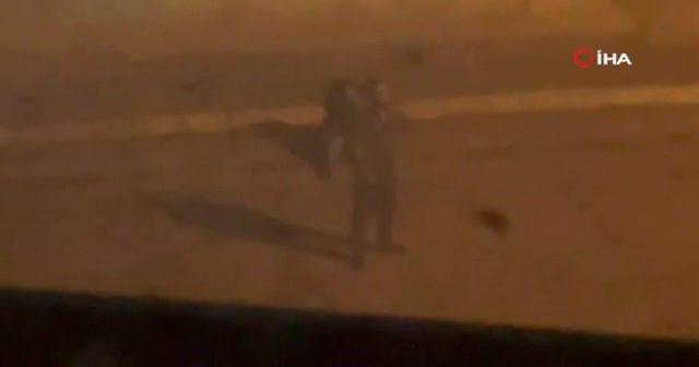 Kadını sokak ortasında dövdü