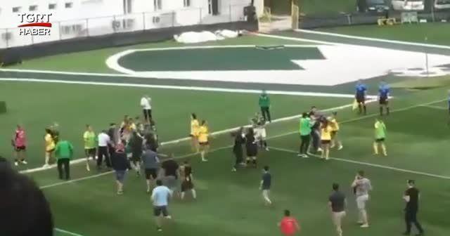 Bulagristan'da kadın futbolcular kavga etti