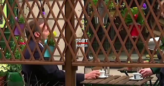 Macron Paris'te kafede görüntülendi