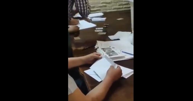 Suriye'de sonucu belli seçimde skandal görüntüler