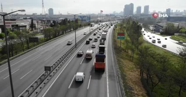 Tam kapanmada yoğun trafik