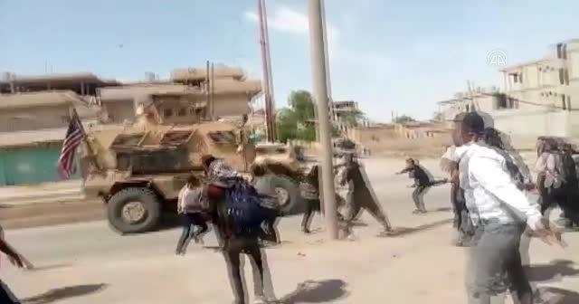 YPG/PKK yandaşları ABD ordusu araçlarını taşladı