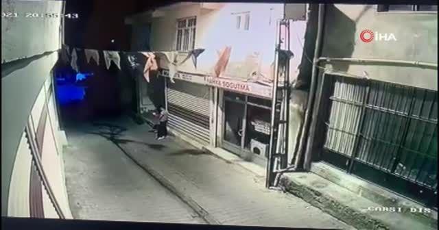 AK Parti Hani ilçe binasına molotoflu saldırı