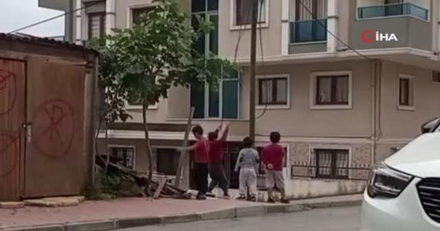 Arnavutköy'de çocukların tehlikeli oyunu