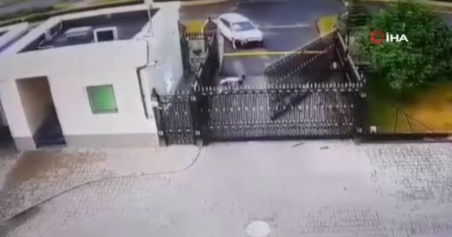 Belarus'ta gergin anlar! Rus Büyükelçiliğinin kapısını kırdı