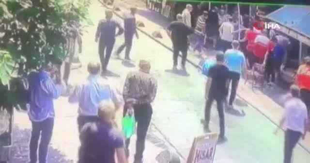 Beyoğlu'nda esnafın meydan kavgası kamerada