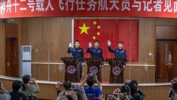 Çin uzaya göndereceği ilk astronot ekibini belirledi