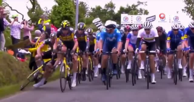 Fransa Bisiklet Turu'na dikkatsiz bir seyirci damga vurdu