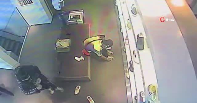 Lüks mağazada hırsızlık! Deneme bahanesiyle çaldı