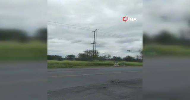 Meksika'da ölenlerin cansız bedenleri yol ortasına bırakıldı