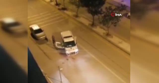 Polise bıçaklı saldırı: Vurularak durdurulabildi