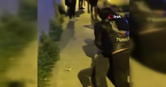 Sokakta şiddet gören kadını, motosikletli grup kurtardı