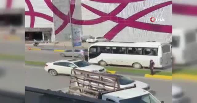 Trafik kazası yolu boks ringine çevirdi