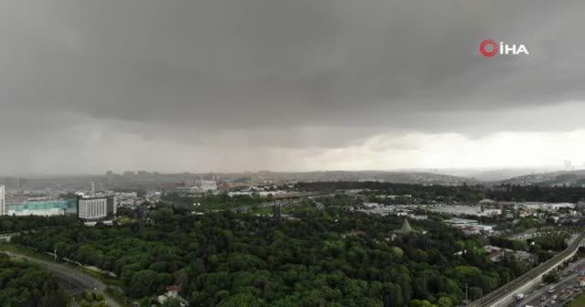 Yağmur öncesi kentin üzerini kara bulutlar kapladı