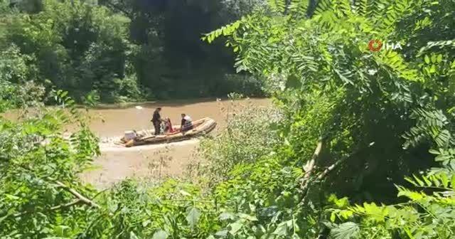 Arkadaşlarından helallik isteyerek girdiği nehirde kayboldu