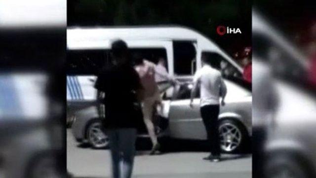 Çocuğa çarpan alkollü sürücüyü dövdüler