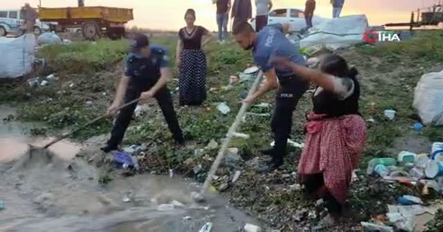 Edirne'de sağanak yağış sokakları göle çevirdi, iş yerlerini su bastı