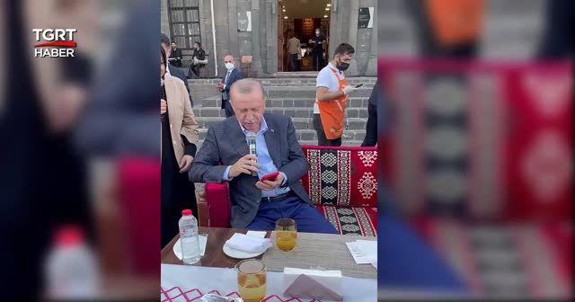 Gençler söyledi: Erdoğan alkışladı