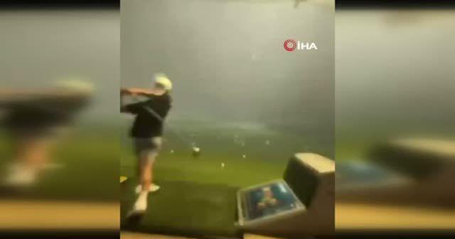 Havadaki golf topuna yıldırım çarptı
