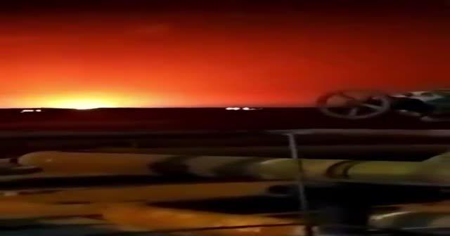 Hazar Denizi'nde patlama! Gökyüzü aydınlandı