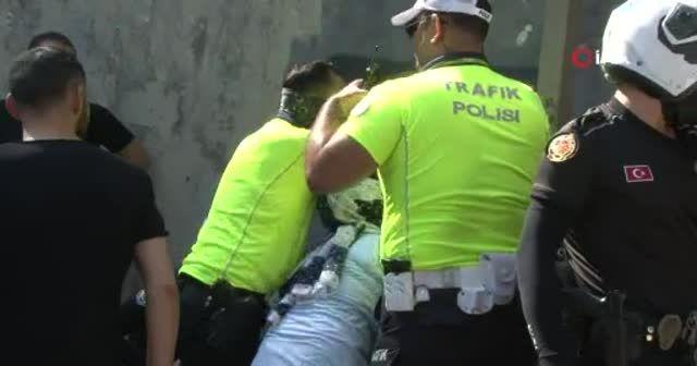 İstanbul'un ortasında polisin silahını almaya kalkıştı