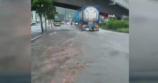 Japonya'da şiddetli yağmur su baskınlarına yol açtı