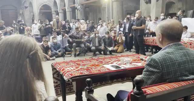 Cumhurbaşkanı Erdoğan gençlerden 'Elfida'yı dinledi