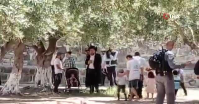 Onlarca fanatik Yahudi Mescid-i Aksa'yı bastı