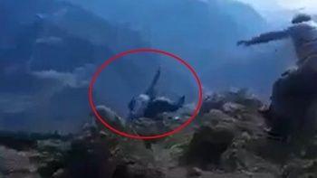 Yaşlı kadın uçurumdan düştü: O anlar kamerada