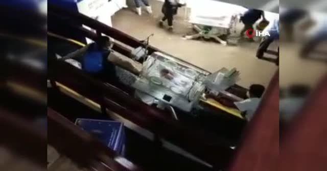 Meksika'da hastaneyi su bastı bebekleri personel kurtardı