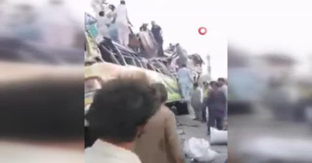 Pakistan'da otobüs kazası: En az 27 ölü 30 yaralı